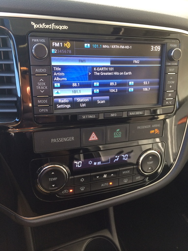 2014 Mitsubishi Outlander GT dash