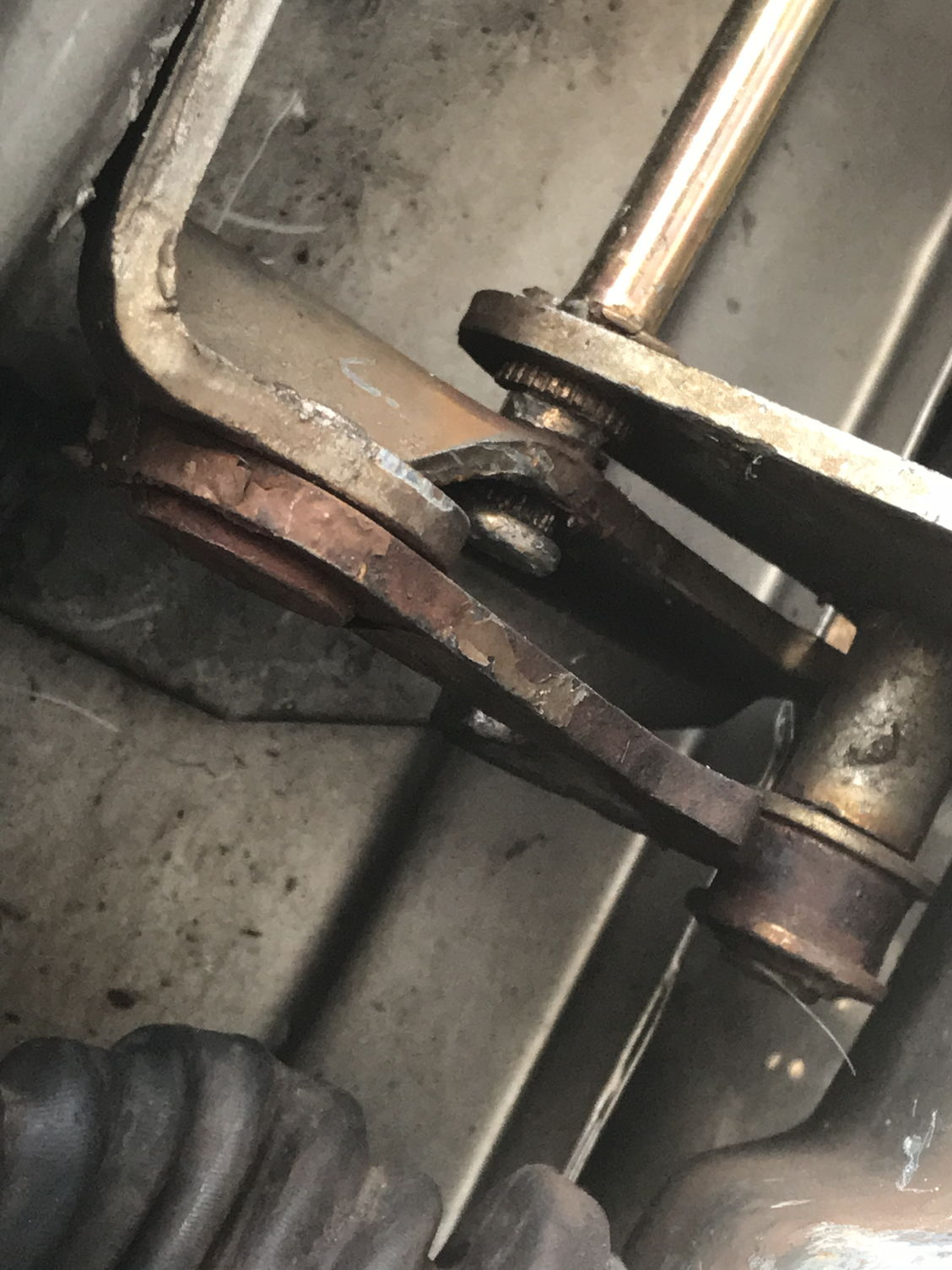 How Do I Best Repair Replace A Door Hinge Blazer Forum