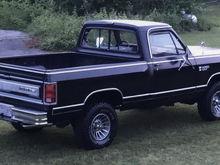 '86 Dodge Ram D150 (Daddy's Truck)