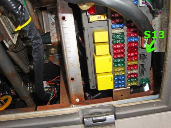 12v constant power in interior fuse panel land rover land rover discovery 2 fuse box problems