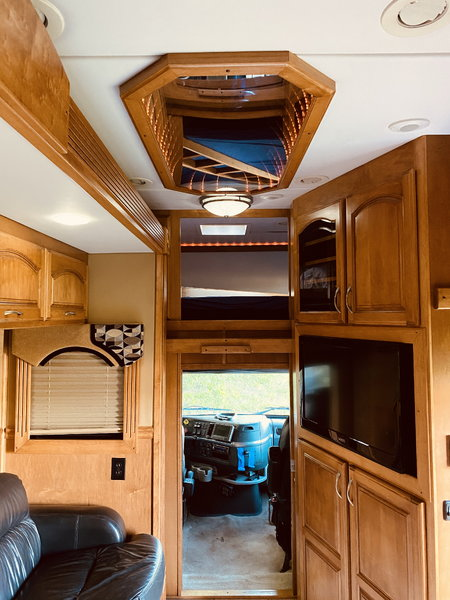 2008 Renegade 41' Tandem Axle Super C Motorcoach  for Sale $149,999