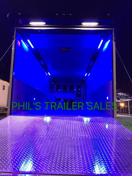 LOAdED 32  SILVER BLACK TRIM  CONTINENTAL CARGO RACE TRA  for Sale $23,500