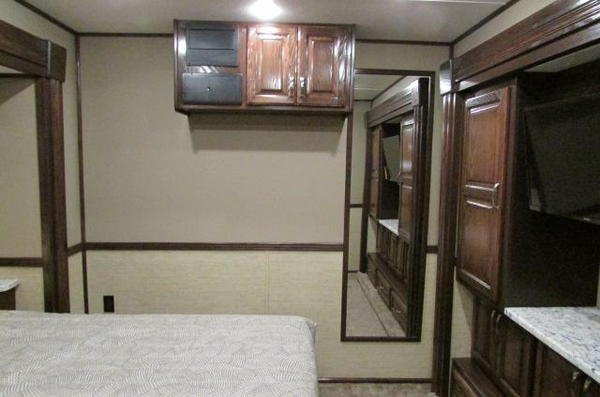 2020 Showhauler 5 Slides  Bunk Beds 35QFSSL-B Class A RV  for Sale $0