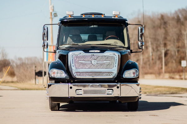 2011 FREIGHTLINER SPORTCHASSIS M2-112   for Sale $115,000