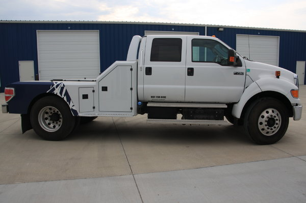 2013 Ford F-750 Super Duty crew cab sport chassis