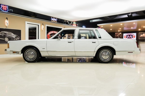 1989 Lincoln Town Car  for Sale $26,900