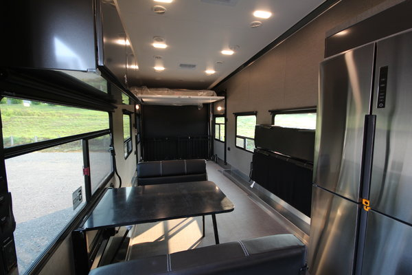 2021 ATC Game Changer 4023 40ft. Fifth Wheel Aluminum w/6,00