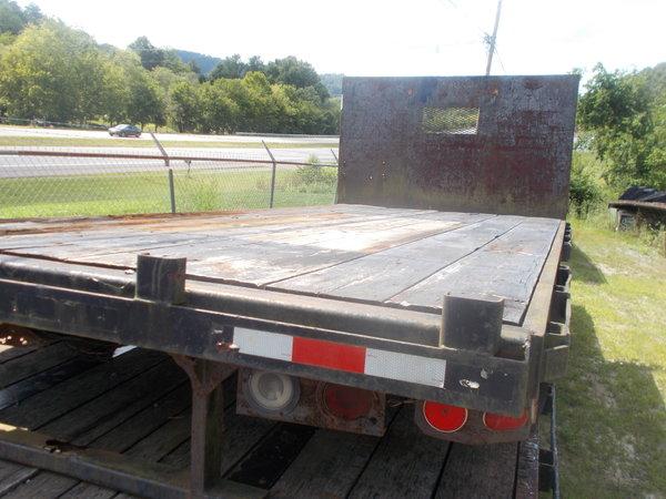 17' flatbed with headboard, rub rail and stake pockets