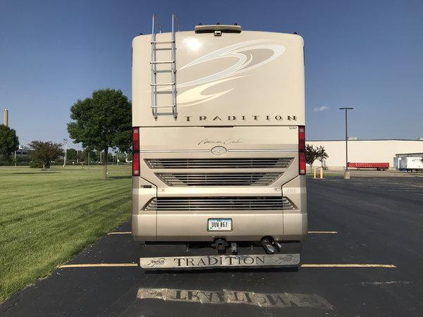 2008 American Tradition 425 Cummins Diesel 3-slide Motorhome  for Sale $99,000