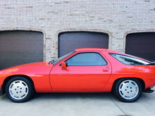 1985 Porsche 928s 24,500k MILES!!. Guards Red/Black. Excellent condition!! ALL books/tools/service done.