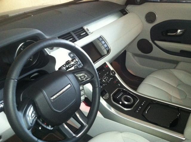 2014 Land Rover Range Rover Evoque front interior