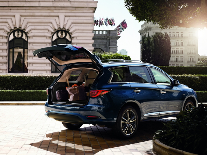 The 2019 Infiniti Qx60 Offers Three Row Practicality A Composed Personality And Top Notch Safety Features
