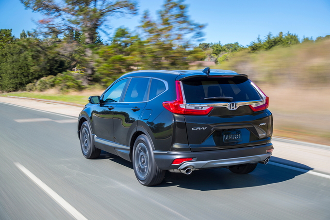 Following Its 2017 Redesign The Honda Cr V Carried On Basically Unchanged In 2018 And 2019 Is A Do It All Crossover That Casts