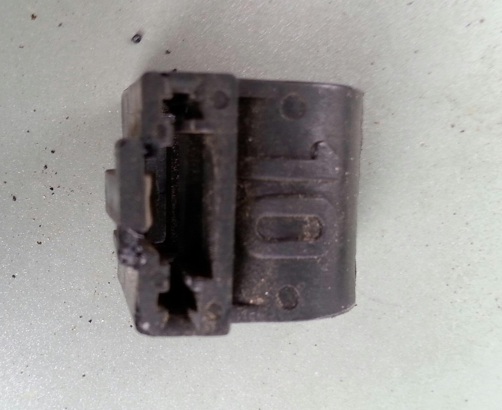 Push-on bracket clamp showing 10 mm inner diameter marking.