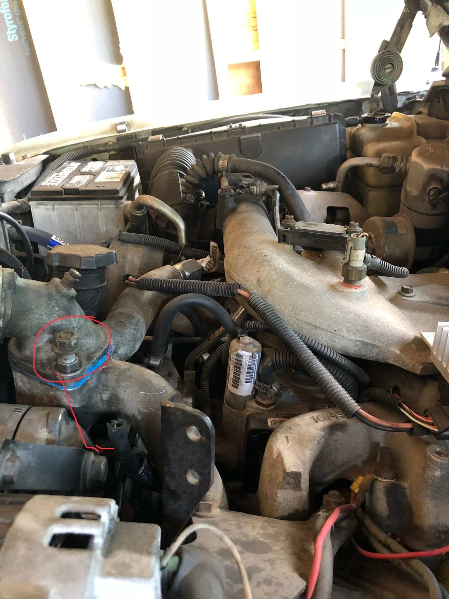 How To Bleed 65l Fuel System Diesel Bombers 94 Chevy Truck Filter The Valve Gets Bolted Where I Circled Line Thats Pointing Hose Has Spitting Out Of It When Is Running