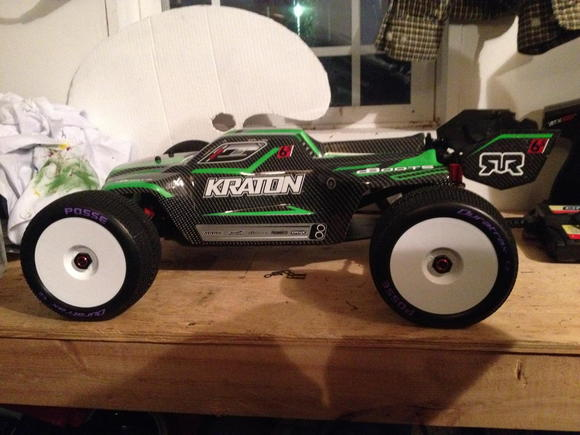 Kraton with stock body and Truggy tire