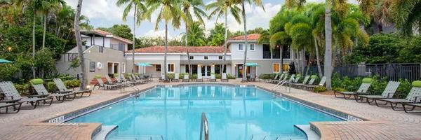 Coconut Palm Club Apartments