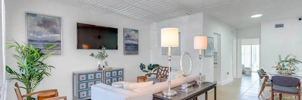 Silver Blue Lake Apartments