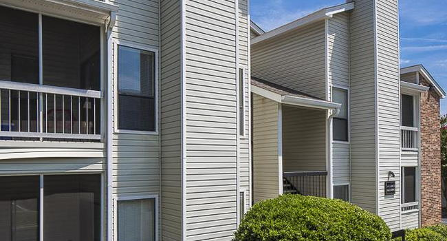 Landmark at Pine Court Apartment Homes - 194 Reviews