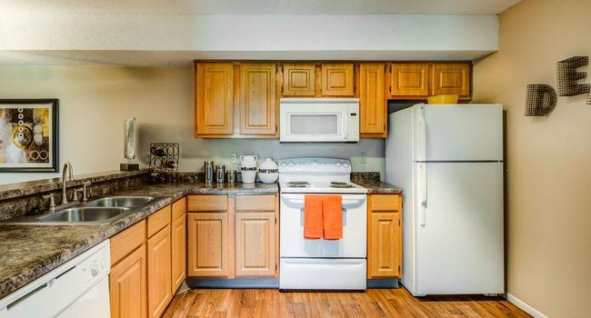 The Lennox of Olathe Apartments - 205 Reviews | Olathe, KS