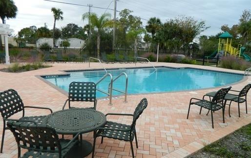 Oak Meadows Apartments Pool