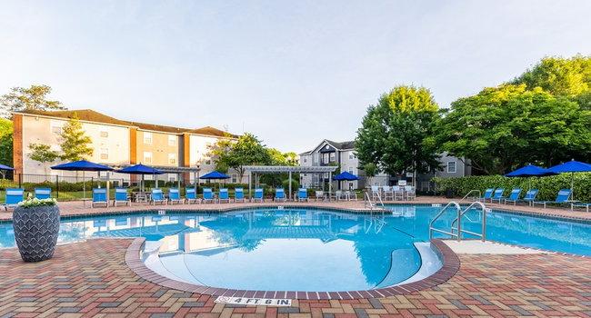 Resort Style Pool & Lounge Seating