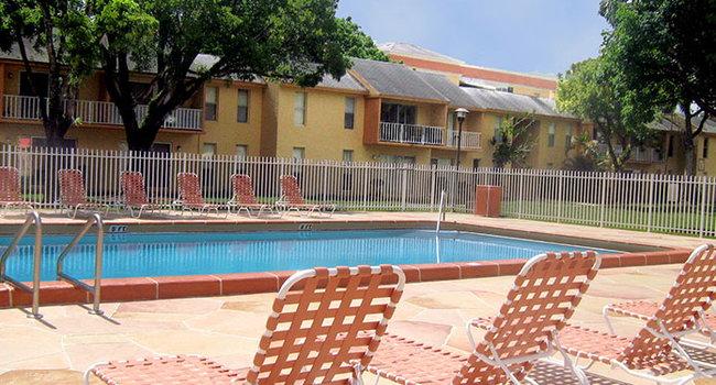 Colonial Village Apartments - 40 Reviews | Davie, FL