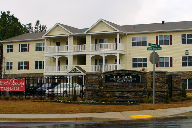 The Columns at Oakwood - 94 Reviews   Oakwood, GA Apartments for